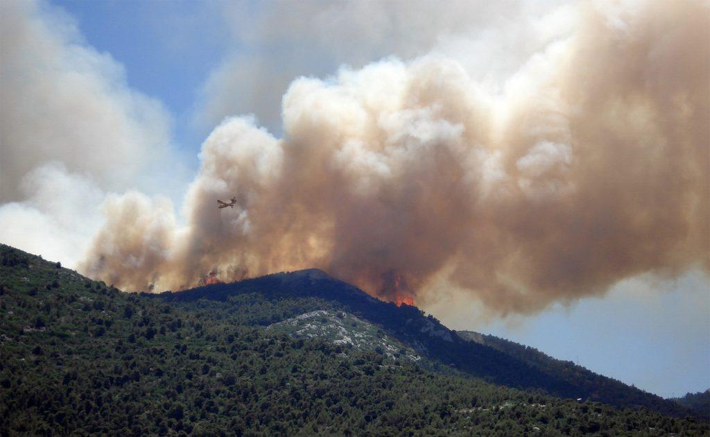 La contaminación marina y los incendios forestales