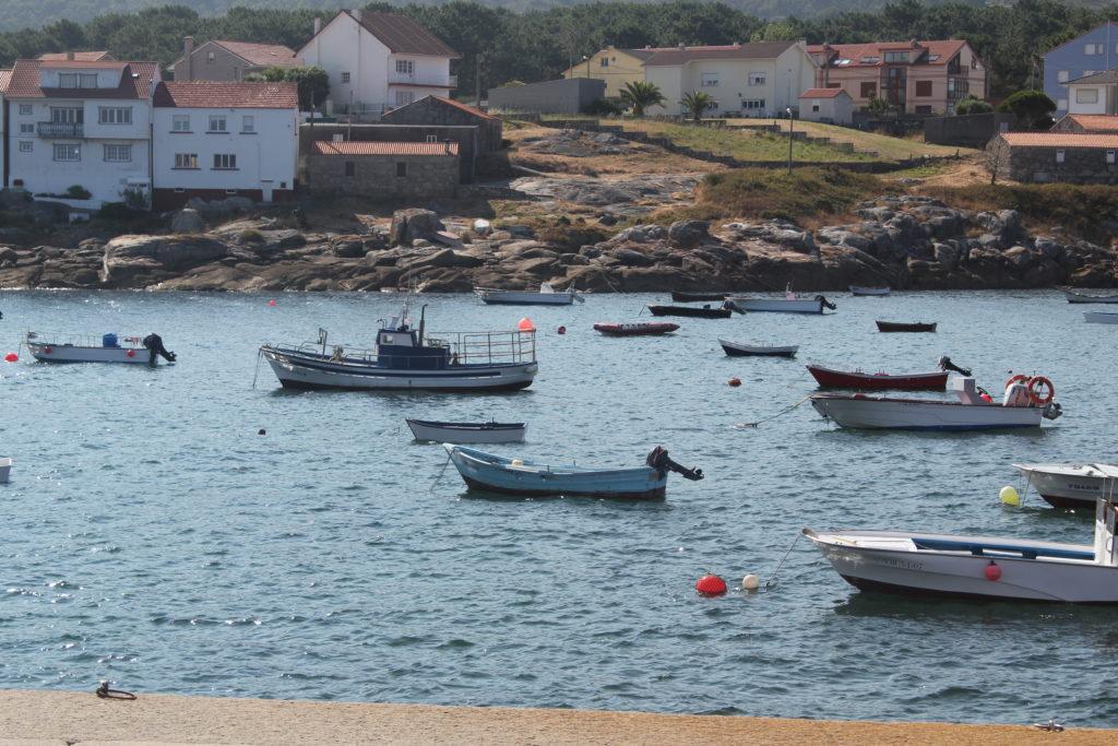 Embarcaciones de pesca artesanal en la Reserva Marina de Lira